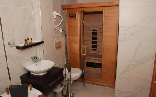 otel-sauna-far-infrared.jpg